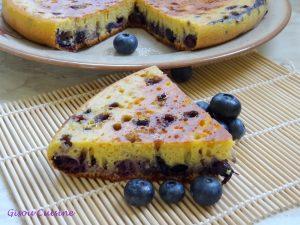 Gâteau myrtilles une part de coupee